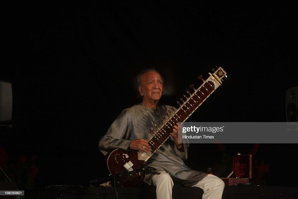 Sitar maestro Pandit <a gi-track='captionPersonalityLinkClicked' href=/galleries/search?phrase=Ravi+Shankar+-+Musician&family=editorial&specificpeople=220396 ng-click='$event.stopPropagation()'>Ravi Shankar</a> performing on March 01, 2009 in New Delhi, India. Sitar maestro and Bharat Ratna Pandit <a gi-track='captionPersonalityLinkClicked' href=/galleries/search?phrase=Ravi+Shankar+-+Musician&family=editorial&specificpeople=220396 ng-click='$event.stopPropagation()'>Ravi Shankar</a> passed away at age of 92 in San Diego on December 11, 2012.