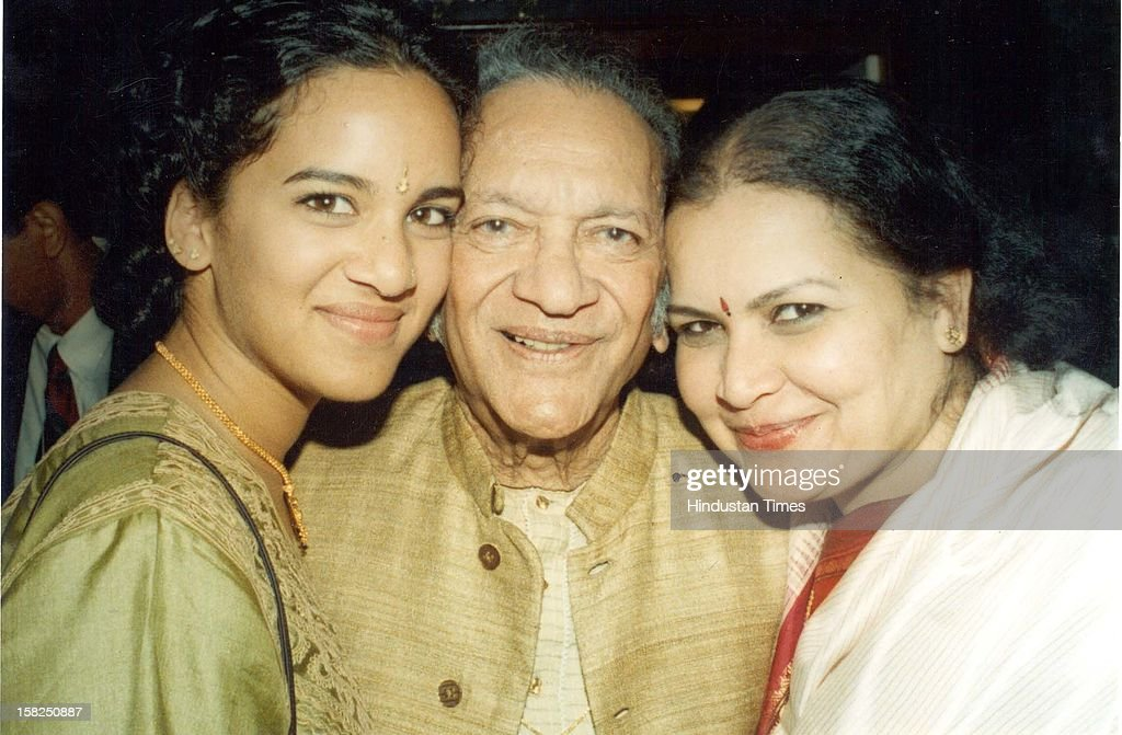 Sitar maestro Pandit Ravi Shankar with wife Sukanya and daughter Anoushka Shankar poses for picture during the press conference on February 15, 1999 in New Delhi, India. Sitar maestro and Bharat Ratna Pandit Ravi Shankar passed away at age of 92 in San Diego on December 11, 2012.