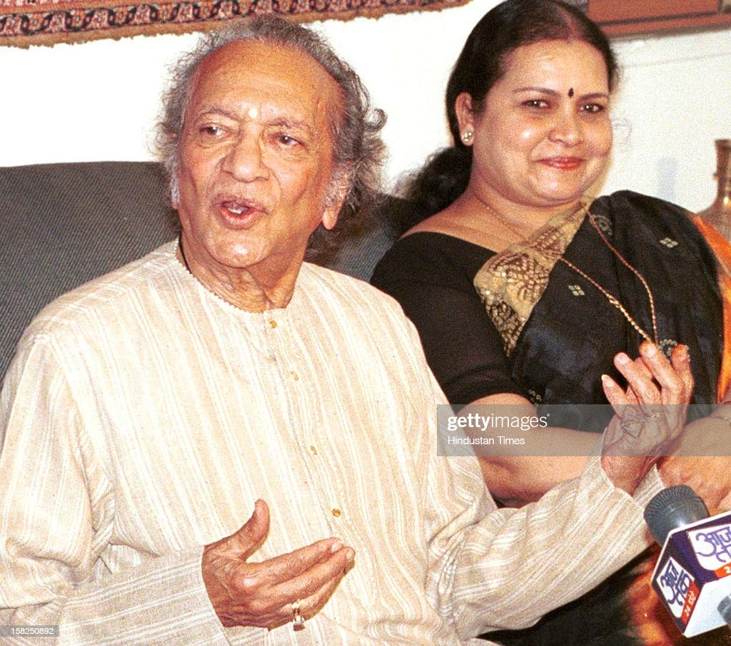 Sitar maestro Ravi Shankar and his wife Sukanya at a Press Conference on February 20, 2002 in Kolkata, India. Sitar maestro and Bharat Ratna Pandit Ravi Shankar passed away at age of 92 in San Diego on December 11, 2012.