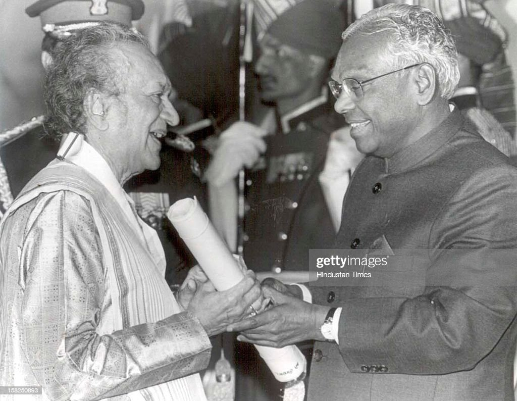 Sitar maestro Ravi Shankar receiving Bharat Ratna award from President RK Narayanan at Rashtrapati Bhawan on February 16, 1999 in New Delhi, India. Sitar maestro and Bharat Ratna Pandit Ravi Shankar passed away at age of 92 in San Diego on December 11, 2012.