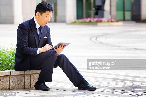 驚いた日本の実業家のタブレットや、屋外