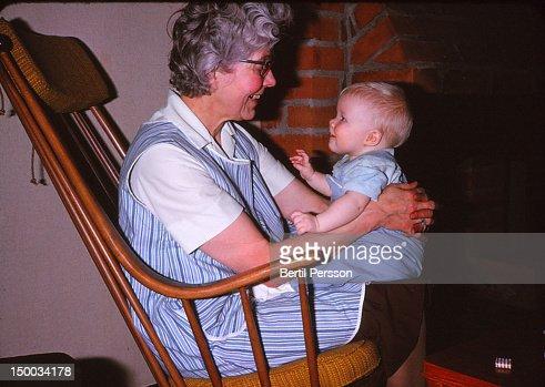 Sitting on grandma's lap : Foto de stock