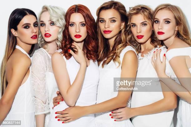 Six jolies filles avec le maquillage