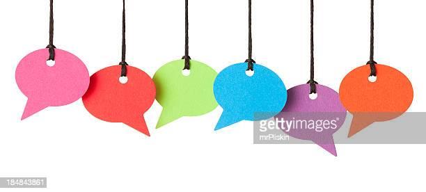 Seis burbujas de discurso en blanco colgado de rosca