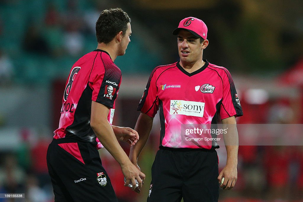 Sixers captain Moises Henriques (R) talks to team mate Josh Hazelwood during the Big Bash League match between the Sydney Sixers and the Melbourne Renegades at SCG on January 9, 2013 in Sydney, Australia.