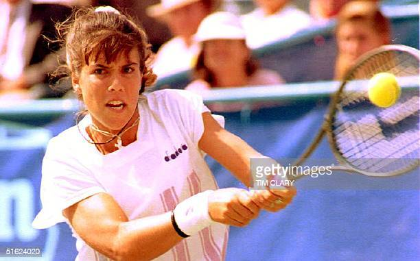 Sixth seed at the US Open Jennifer Capriati of the US returns a shot to Nicole MunsJagerman of the Netherlands 01 September 1992 in Flushing Meadows...
