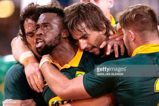 Siya Kolisi of South Africa celebrates after scoring a try against France during the International test match between South Africa and France at the...