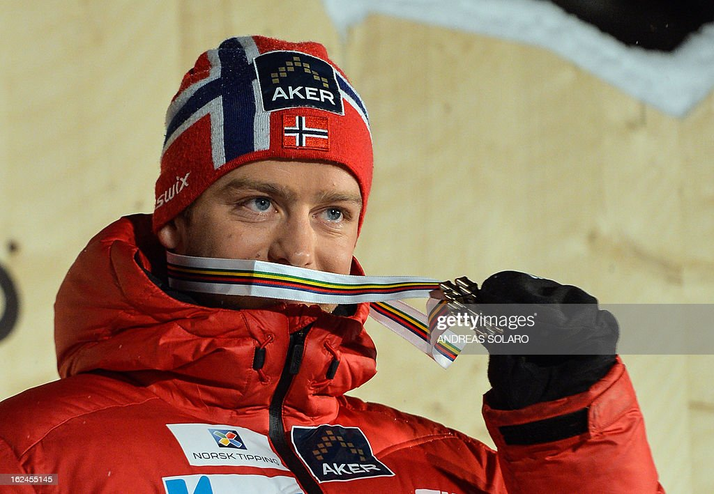 Sjur Roethe of Norway poses on February 23, 2013 with his bronze medal on the podium of the men's cross country 15 kms classic +15 km free Skiathlon race of the FIS Nordic World Ski Championships at the Val Di Fiemme Cross Country stadium in Cavalese, northern Italy.