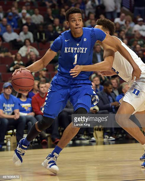 Skal Labissiere of the Kentucky Wildcats moves the ball against the Duke Blue Devils during the State Farm Champions Classic at the United Center on...