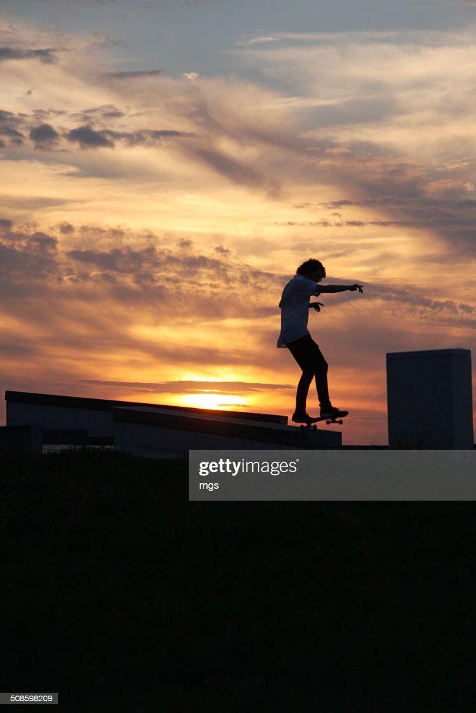 Skateboard on sundown : Foto de stock