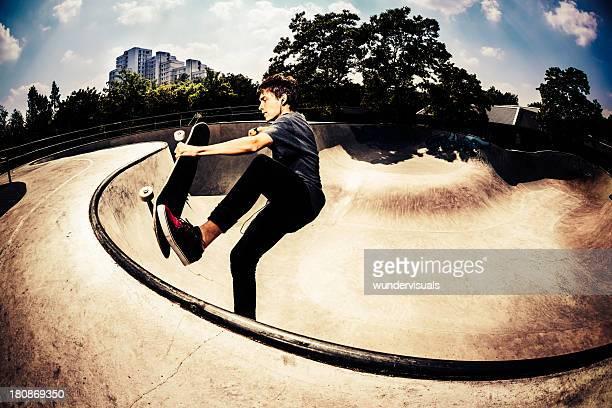Skateboarder einen trick zu tun