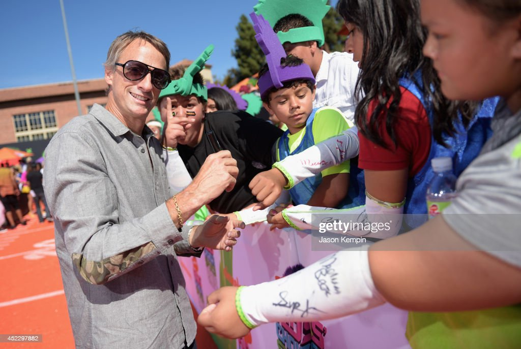 Skateboarder <a gi-track='captionPersonalityLinkClicked' href=/galleries/search?phrase=Tony+Hawk+-+Skateboarder&family=editorial&specificpeople=201818 ng-click='$event.stopPropagation()'>Tony Hawk</a>e attends Nickelodeon Kids' Choice Sports Awards 2014 at UCLA's Pauley Pavilion on July 17, 2014 in Los Angeles, California.