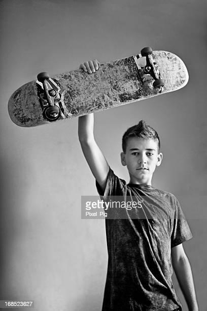 スケーターの正面には、壁の少年