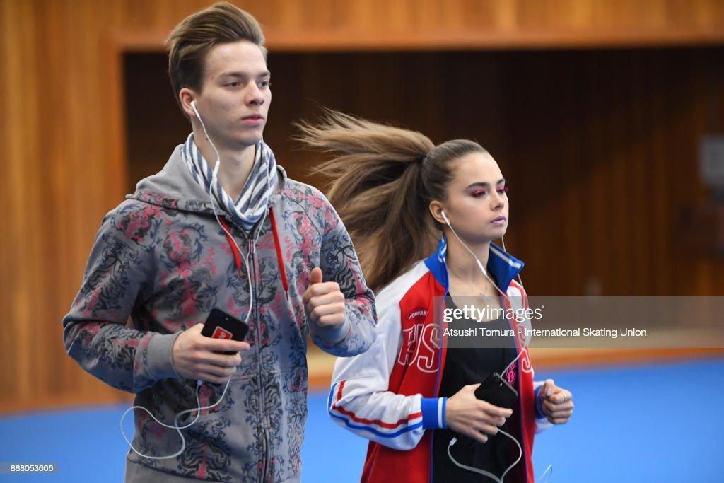 Софья Шевченко – Игорь Еременко - Страница 4 Skaters-prepare-to-compete-in-the-warming-up-room-during-the-isu-picture-id888053606