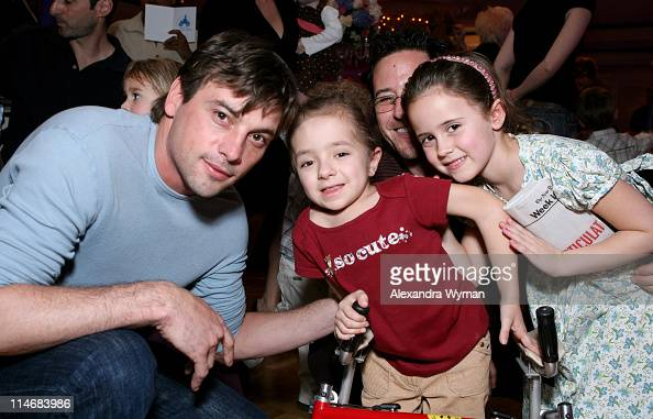 Skeet UlrichElizabeth patient at St Jude Children's Hospital Rob Morrow and daughter