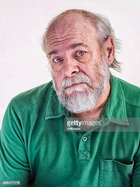 一目惚れバルディング高齢者の男性人の顔の表情