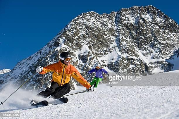 Skilehrer in eine Skulptur curve