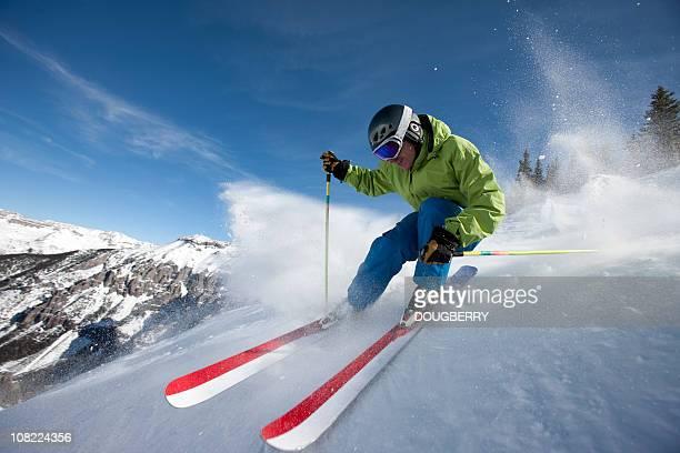 Skifahrer Nahaufnahme in Aktion