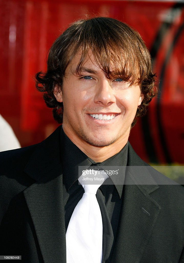 Skier <a gi-track='captionPersonalityLinkClicked' href=/galleries/search?phrase=Simon+Dumont&family=editorial&specificpeople=221236 ng-click='$event.stopPropagation()'>Simon Dumont</a> arrives at the 2008 ESPY Awards held at NOKIA Theatre L.A. LIVE on July 16, 2008 in Los Angeles, California. The 2008 ESPYs will air on Sunday, July 20 at 9PM ET on ESPN.