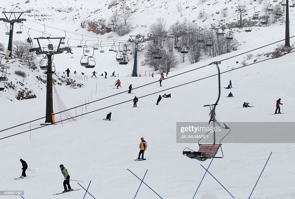 Skiers make their way down a slope at the Mount Hermon ski resort, in the Israeli-occupied Golan Heights, on February 8, 2016. / AFP / JALAA MAREY