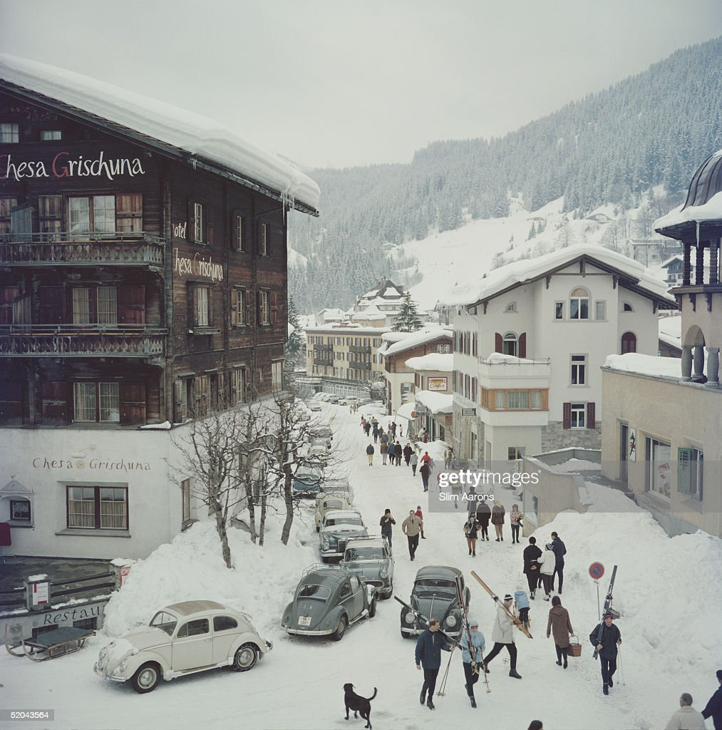 Skiers pass by the Hotel Chesa Grischuna in Klosters 1963