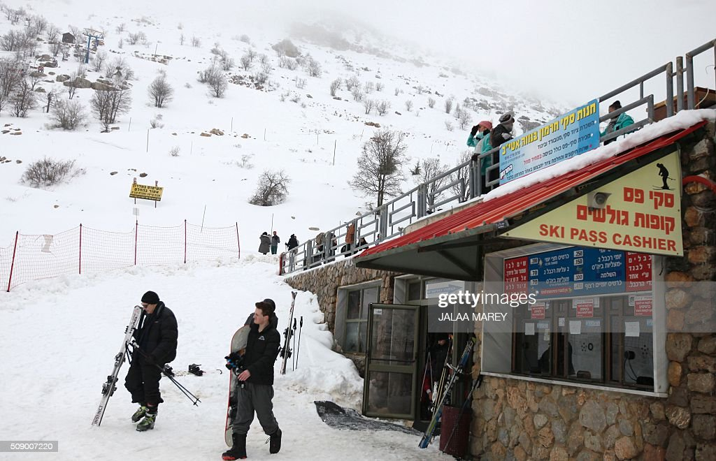 Skiers prepare themselves at the Mount Hermon ski resort, in the Israeli-occupied Golan Heights, on February 8, 2016. / AFP / JALAA MAREY