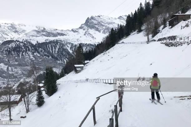 Skiiing down from Mürren
