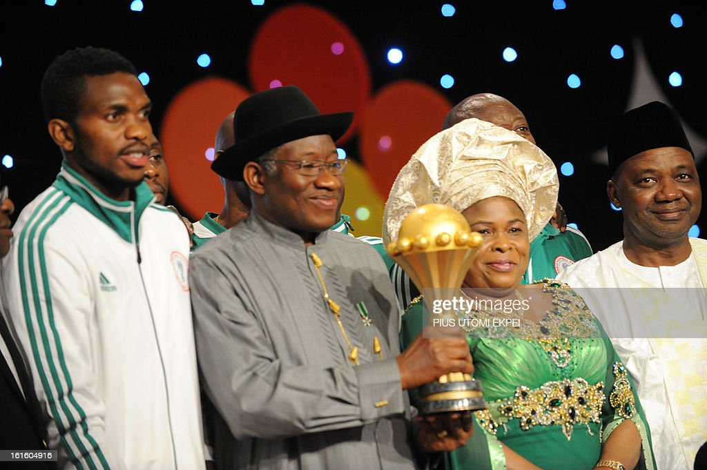 Skipper Joseph Yobo (L) poses with President Goodluck Jonathan and wife Patience and Vice President Namadi Sambo (R) during the presidential banquet in honour of the victorious national football team in Abuja February 12, 2013. The newly crowned African champions Nigerian Super Eagles arrives in Abuja to a warm reception by fans and government officials after defeating Burkina Faso to win the 2013 African Cup of Nations in South Africa.