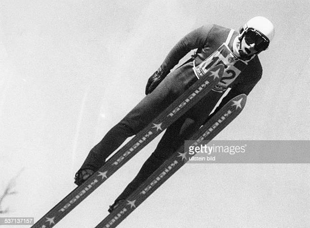 Skispringer D beim Sprung 1982