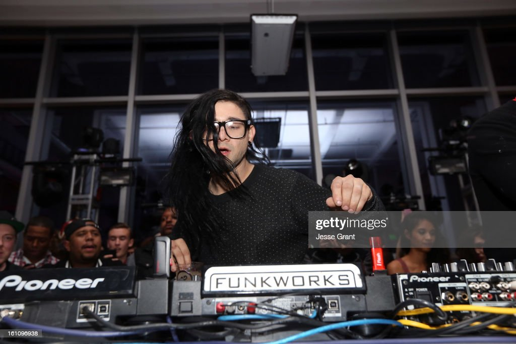 <a gi-track='captionPersonalityLinkClicked' href=/galleries/search?phrase=Skrillex&family=editorial&specificpeople=7574565 ng-click='$event.stopPropagation()'>Skrillex</a> attends the <a gi-track='captionPersonalityLinkClicked' href=/galleries/search?phrase=Skrillex&family=editorial&specificpeople=7574565 ng-click='$event.stopPropagation()'>Skrillex</a>, Diplo, Kaskade, Nero And Tommy Trash Perform Live, Supporting DANCE (RED), SAVE LIVES presented by Beats by Dr. Dre event at the AT&T Center on February 8, 2013 in Los Angeles, California.