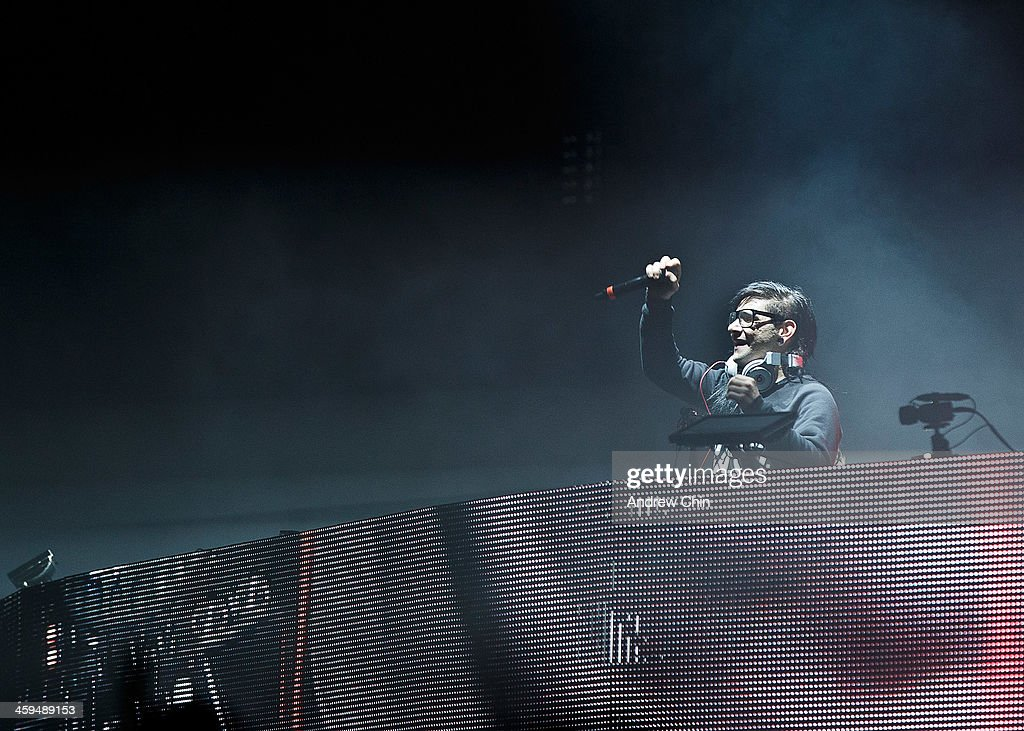 <a gi-track='captionPersonalityLinkClicked' href=/galleries/search?phrase=Skrillex&family=editorial&specificpeople=7574565 ng-click='$event.stopPropagation()'>Skrillex</a> performs at 2013 Contact Winter Music Festival on December 26, 2013 in Vancouver, Canada.