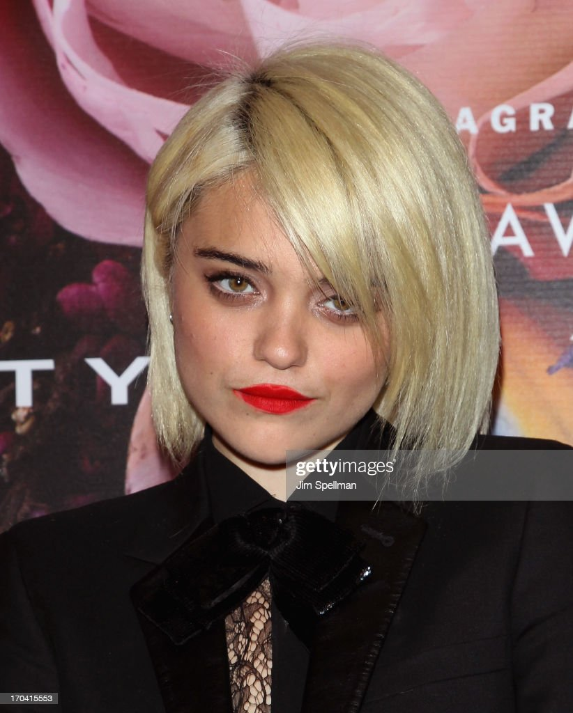 <a gi-track='captionPersonalityLinkClicked' href=/galleries/search?phrase=Sky+Ferreira&family=editorial&specificpeople=6740166 ng-click='$event.stopPropagation()'>Sky Ferreira</a> attends the 2013 Fragrance Foundation Awards at Alice Tully Hall at Lincoln Center on June 12, 2013 in New York City.