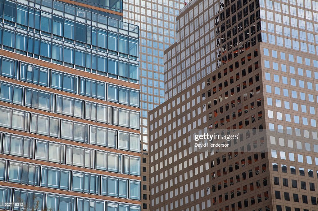 Sky reflecting in skyscraper windows : Foto de stock