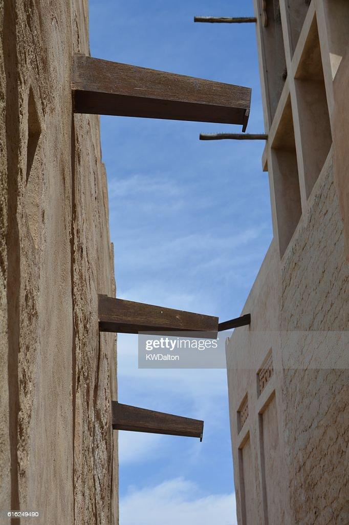 Sky through the alley : Foto de stock