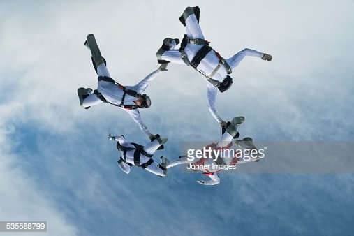 Skydivers in air