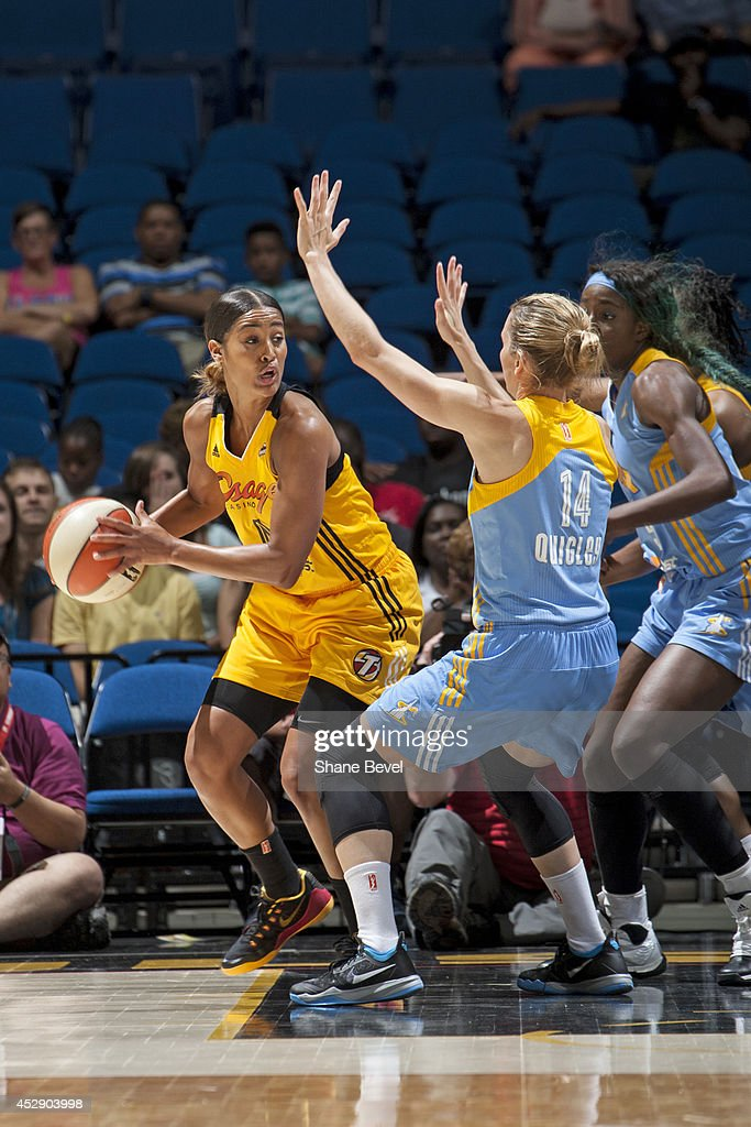 <a gi-track='captionPersonalityLinkClicked' href=/galleries/search?phrase=Skylar+Diggins&family=editorial&specificpeople=5791961 ng-click='$event.stopPropagation()'>Skylar Diggins</a> #4 of the Tulsa Shock controls the ball against the Chicago Sky on July 27, 2014 at the BOK Center in Tulsa, Oklahoma.
