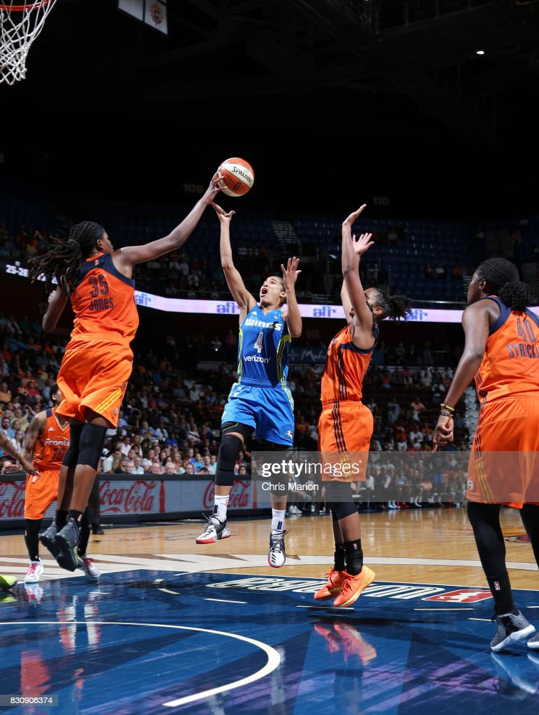 Skylar Diggins-Smith #4 of the Dallas Wings shoots the ball against the Connecticut Sun on August 12, 2017 at Mohegan Sun Arena in Uncasville, CT.