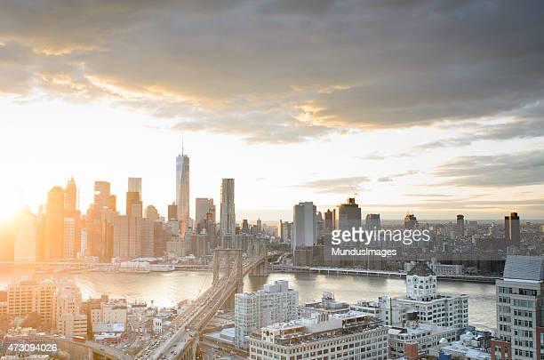 Manhattan und Brooklyn Brücke bei Sonnenuntergang