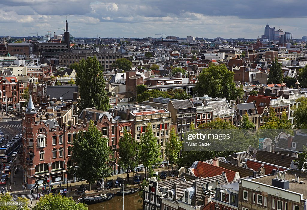 Skyline on the shoreline of Prinsengracht canal
