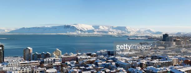 Skyline mit Blick auf Mount Esja, Reykjavik, Island