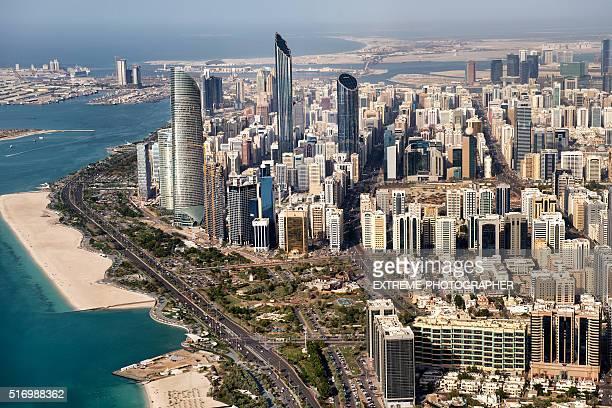 Gratte-ciel et la côte d'Abu Dhabi
