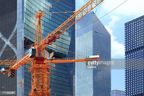 Wolkenkratzer und Baustelle in guangzhou