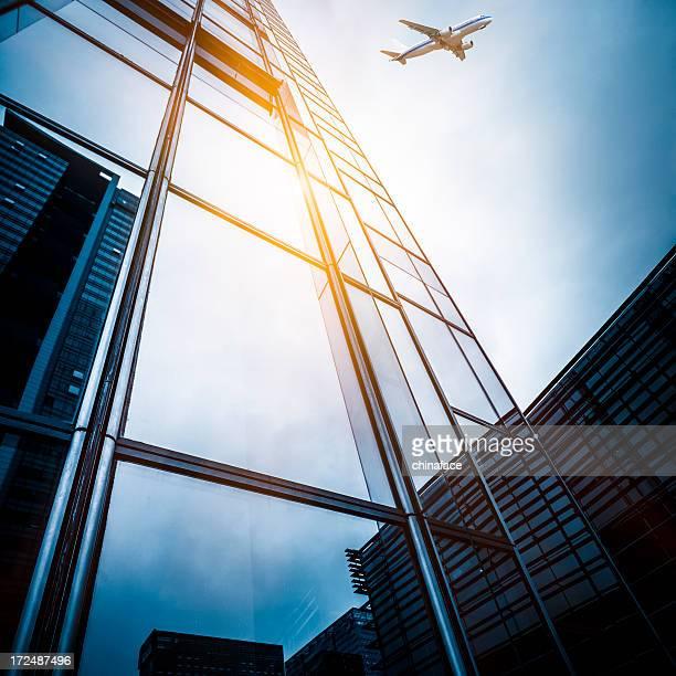 Wolkenkratzer mit Flugzeugmotiv