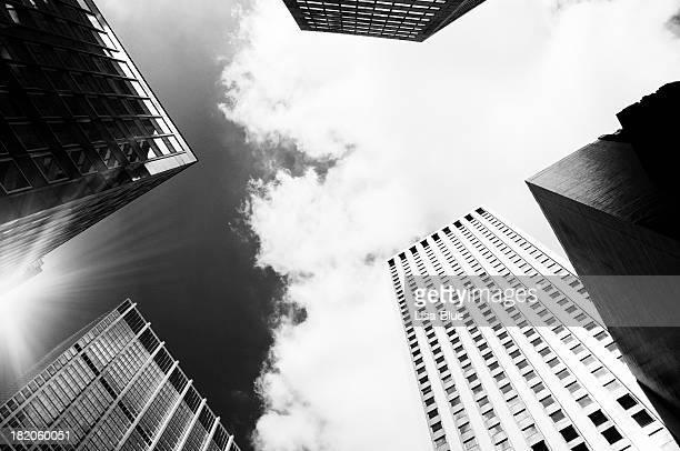 Gratte-ciel, à New York, de spectaculaires Sky.Black et blanc