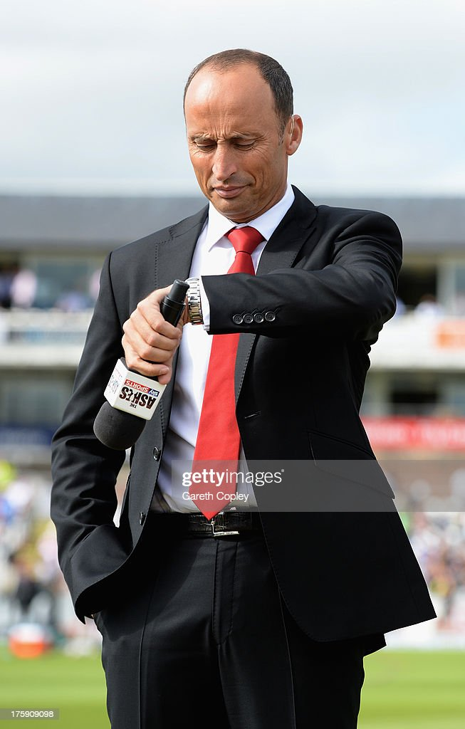 Skysports presenter <a gi-track='captionPersonalityLinkClicked' href=/galleries/search?phrase=Nasser+Hussain&family=editorial&specificpeople=171724 ng-click='$event.stopPropagation()'>Nasser Hussain</a> during day one of 4th Investec Ashes Test match between England and Australia at Emirates Durham ICG on August 09, 2013 in Chester-le-Street, England.
