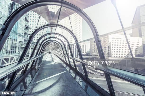 Un puente peatonal