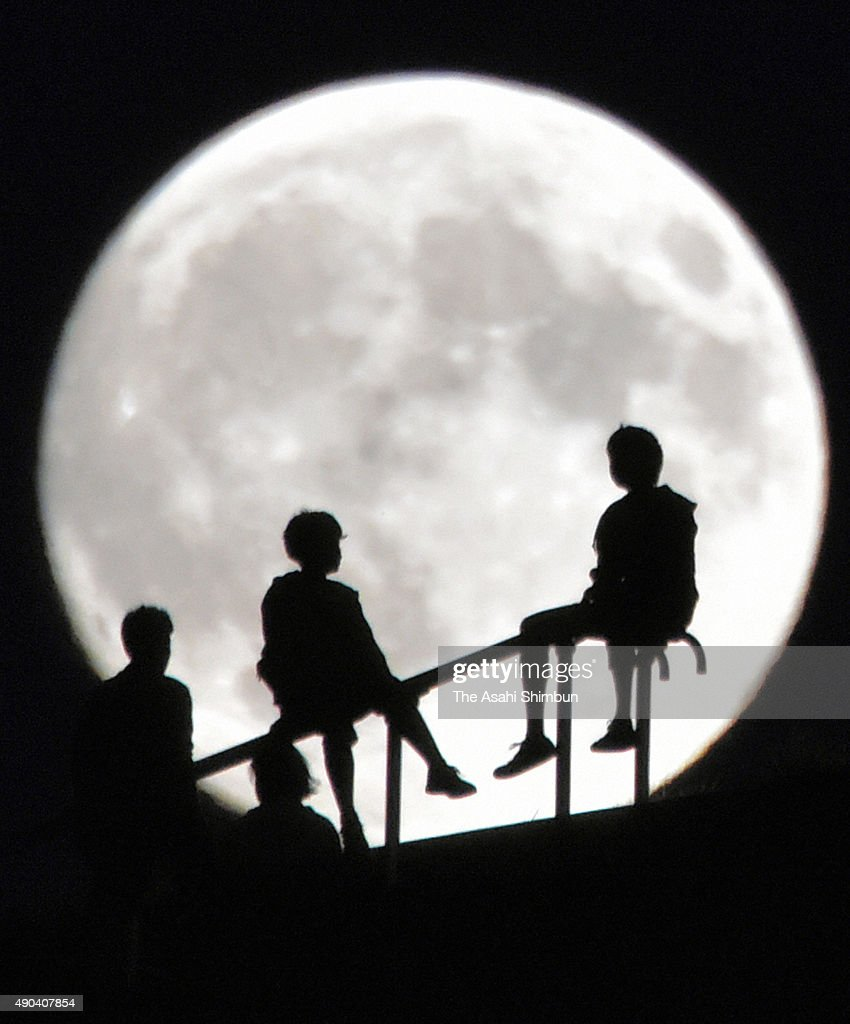 Skywatchers enjoy the harvest moon at Moerenuma Park on September 27, 2015 in Sapporo, Hokkaido, Japan. Japanese celebrate the 'harvest moon', or 'mid-autumn moon' on the August 15 on lunar calender. On September 28, the moon will appear as a 'supermoon,' in Japan, the largest full moon of the year, when it makes its closest approach to Earth on its elliptical orbit.