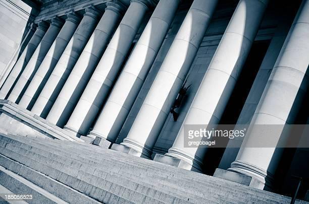 Vista inclinada de columnas del edificio del Capitolio del Estado de Washington