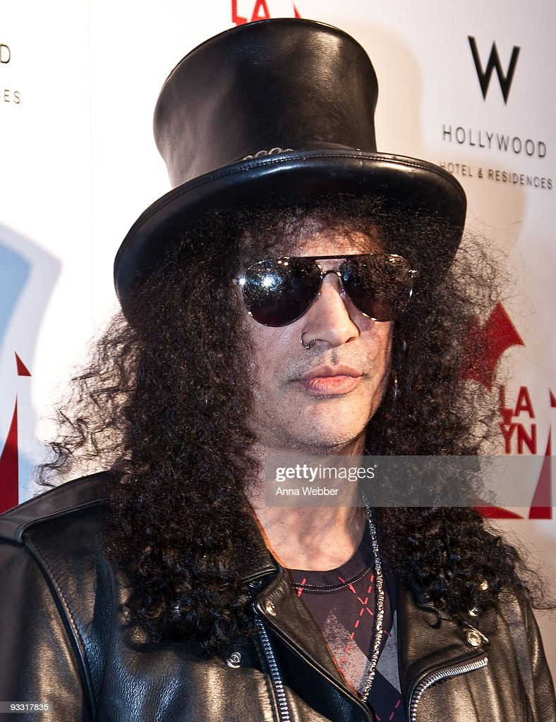 Slash arrives at Los Angeles Youth Network Benefit Rock Concert at the Avalon on November 22, 2009 in Hollywood, California.