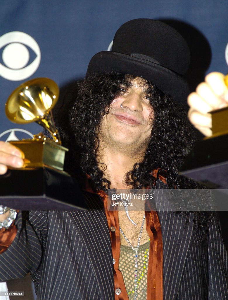 Slash of <a gi-track='captionPersonalityLinkClicked' href=/galleries/search?phrase=Velvet+Revolver&family=editorial&specificpeople=580688 ng-click='$event.stopPropagation()'>Velvet Revolver</a>, winner of Best Hard Rock Performance for 'Slither'